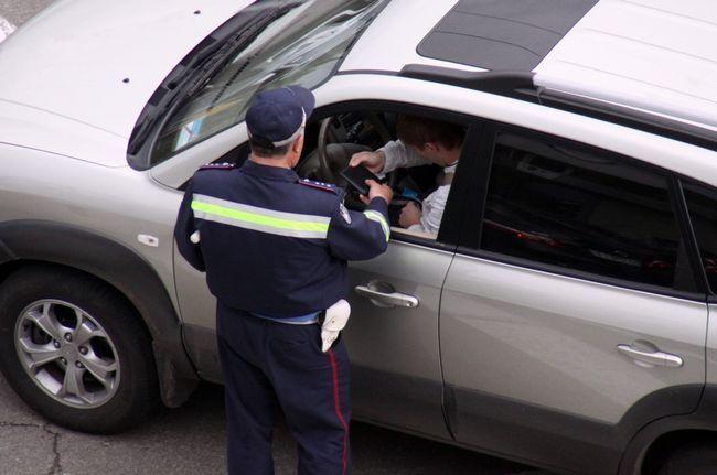 В каких случаях нужно предъявлять страховой полис инспектору гаи
